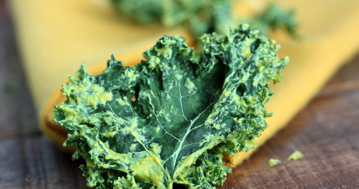homemade cheesy kale chips