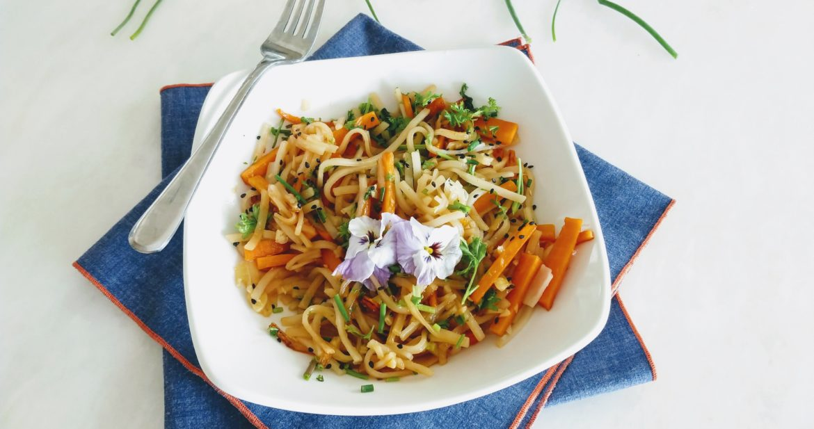ginger noodles with garlic and carrots